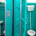 Banheiro químico ligado a rede de esgoto